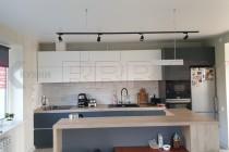 Кухня в дом с фасадами Fenix №05