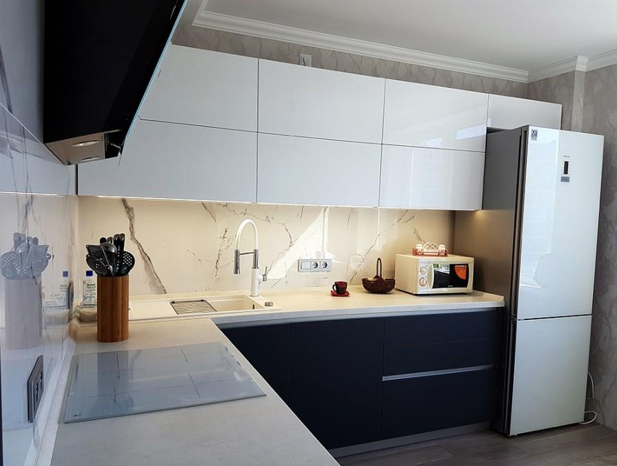Кухня без ручек №73