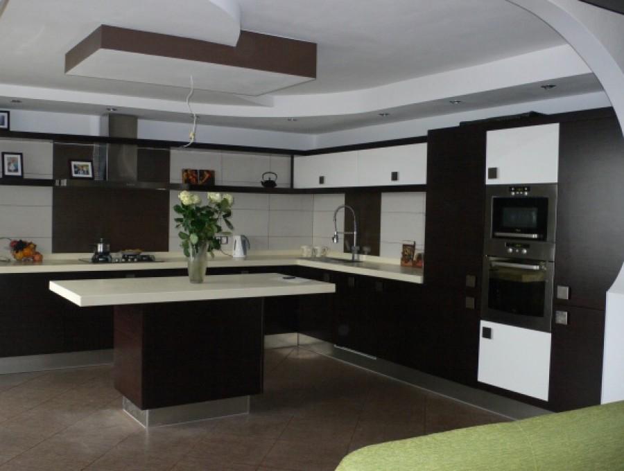 Кухня в стиле хай-тек № 105
