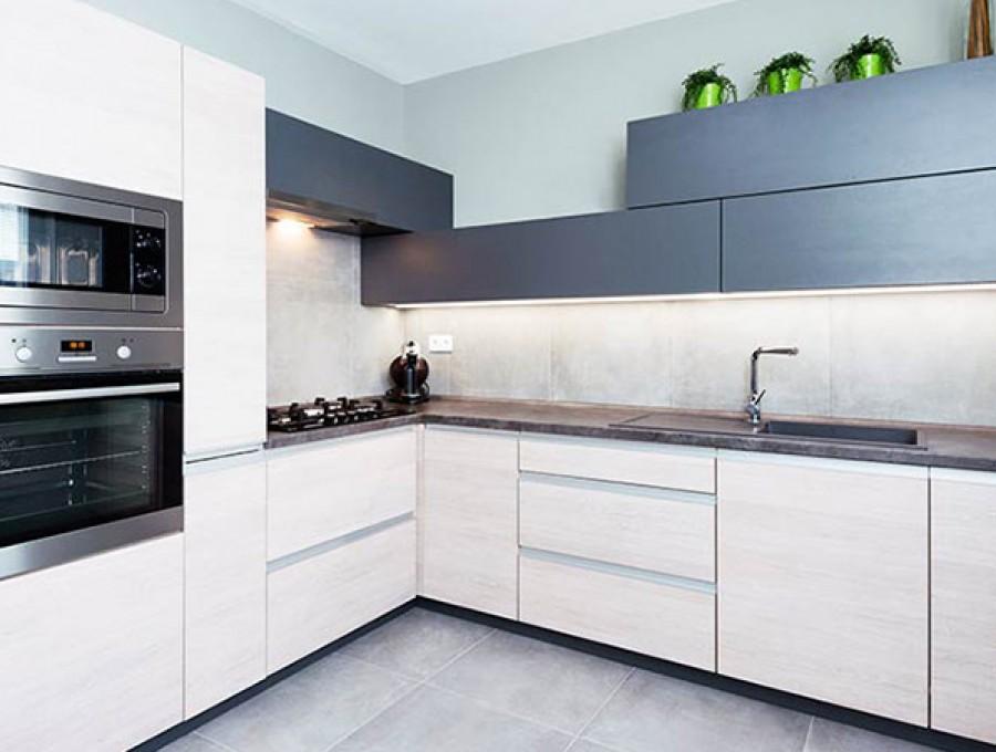 Кухня в стиле хай-тек № 107