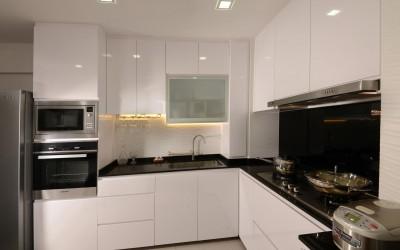 Кухни с антресолями под потолок